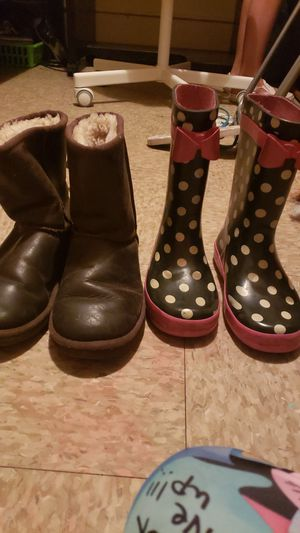 Ugg boots: size 2. Rain boots: size 1. Both in good condition. for Sale in Los Angeles, CA