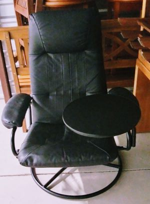 Recliner with side removal table and ottoman for Sale in Aurora, IL