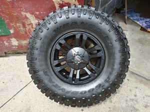 Jeep wheel mb and tire only one 87-up for Sale in Wallington, NJ