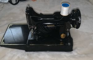 Singer 1950 sewing machine for Sale in Union City, CA