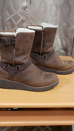 UGG WOMEN LEATHER BOOTS SIZE 9 for Sale in Clifton,  NJ