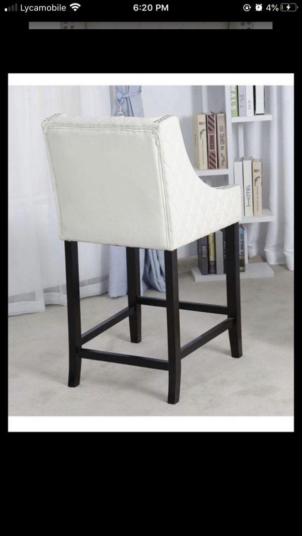 COUNTERHEIGHT white/Ivory Barstools restaurant pub bar bar stool table kitchen stools open floor model