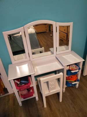 Girls Vanity for Sale in Puyallup, WA