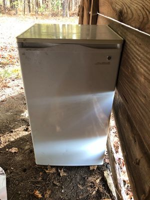 MINI FRIDGE for Sale in Apex, NC