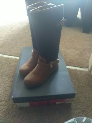 Tommy Hilfiger girl boots size 2y for Sale in York, PA