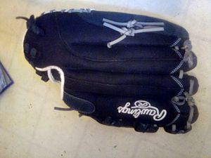 Rawlings Right handers Black leather baseball glove for Sale in San Diego, CA