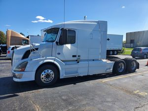 🔥Volvo Semi Truck / Tractor LOW ORIGINAL MILES! for Sale in Arlington Heights, IL