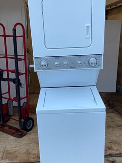 Washer And Dryer Whirpool 24 for Sale in Hialeah,  FL