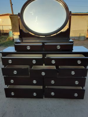Beautiful dresser with mirror for Sale in Orosi, CA