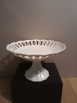 White Ceramic Fruit Dish for Sale in Greenbelt, MD