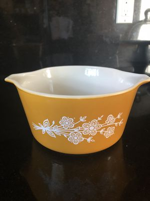 Vintage Pyrex 1qt Gold Butterfly for Sale in Los Angeles, CA
