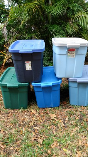 Rubbermaid roughneck 18 gallon storage containers. Price is $5 each for Sale in Lake Worth, FL