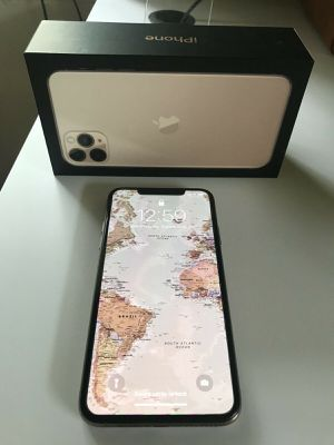 Used fully Unlocked IPhone 11 Pro Max 64GB Gold + Free shipping at a giveaway price $200 for Sale in Bartlesville, OK