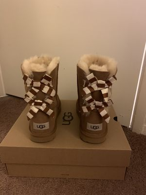 100% Authentic Brand New in Box UGG Bailey Bow II Boots / Women size 5 (Big Kids 3) and Women size 6 (Big Kids 4) / Color: Chestnut for Sale in Walnut Creek, CA