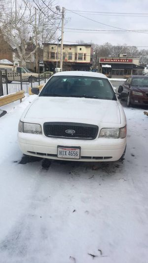 Ford crown Victoria 2010 for Sale in Cleveland, OH