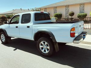 TOYOTA 2003 TACOMA WITHOUT SCRATCHES for Sale in Chicago, IL