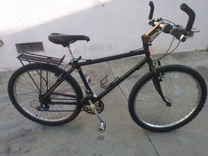 "26""MEN'S MOUNTAIN BIKE for Sale in Los Angeles, CA"