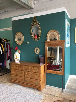 Dresser with Mirror for Sale in Buffalo, NY