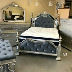 Sterling Silver Mirrored Poster Bedroom Set for Sale in Silver Spring, MD