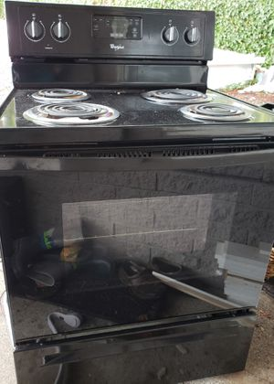 Whirlpool black electric stove oven & range. Used less than 6 months. for Sale in Lynnwood, WA