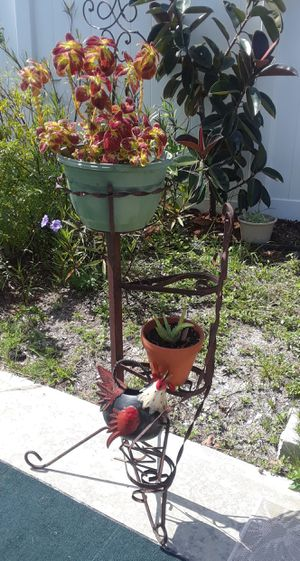 Vintage rusted plant stand for Sale in Ruskin, FL