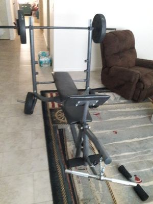 weight bench and curling bar for Sale in Saint Petersburg, FL