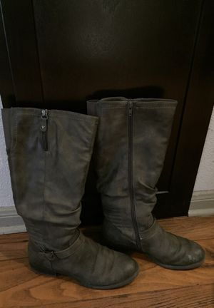 Grey Women's size 7 boots. Some peeling on the right boot. $10 or best offer. for Sale in Houston, TX