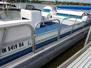 20 foot Spectrum Pontoon Boat for Sale in Winfield, IN