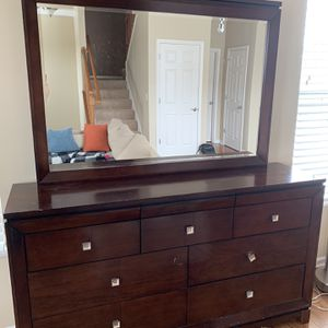 Dresser With A Mirror for Sale in Elgin, IL