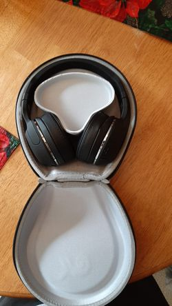 Used Skull Candy headphones with carrying case case and bag for Sale in Roseboro,  NC
