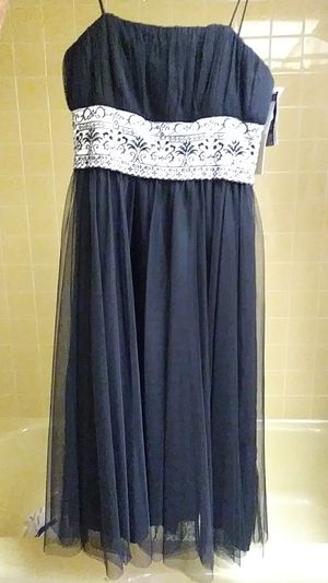 Black and white evening dress, Prom or wedding size 6, new . for Sale in Bolingbrook, IL