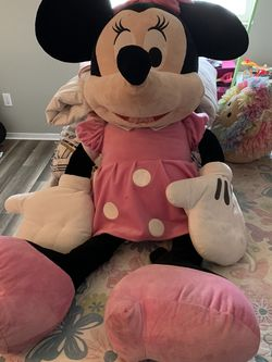 Giant Minnie Mouse Plushie for Sale in Stockton,  CA