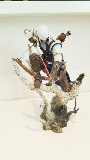 Assassin's creed 3 authentic Connor statue. for Sale in Miami, FL