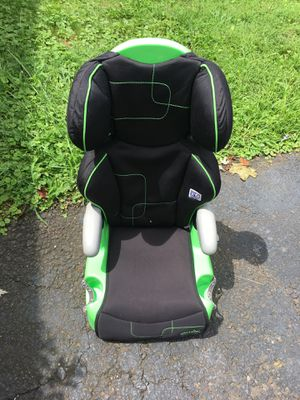 2 in 1 Child booster car seat for Sale in Willow Grove, PA