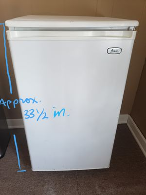 Avanti Mini Fridge with small Freezer for Sale in Hazard, CA