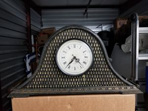 Antique Manltle Clock - Battery Operated - Asking $30 for Sale in Las Vegas, NV
