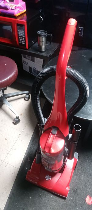 Red Dirt Devil featherlite CYCLONIC cleanpath Vacuum Cleaner. for Sale in Whitehall, OH
