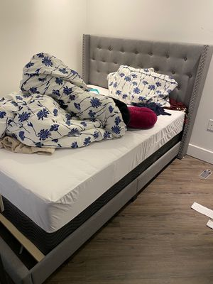 Queen Size bed frame - GREAT Condition for Sale in Landover, MD