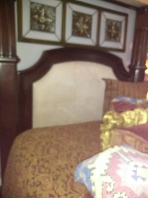 Queen size canopy bed No mattress or box spring for Sale in Miami, FL