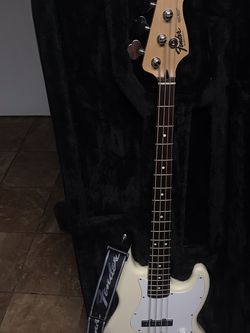 Fender Squier Series 4 String Bass (LIKE NEW‼️ WORKS GOOD‼️ NO FLAWS‼️) for Sale in Yakima,  WA