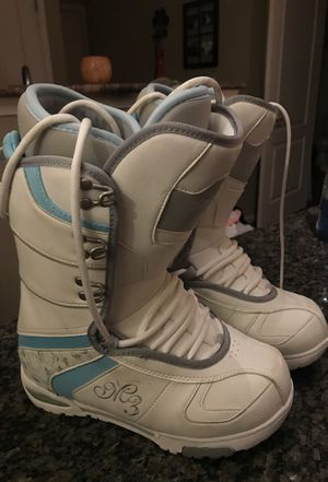 Women's snowboarding boots Size 8 for Sale in Chantilly, VA