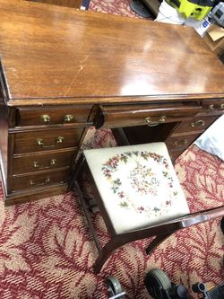 """Cintwge Wooden Desk with 9 drawers and chair 41"""" x 20"""" for Sale in Gibbsboro,  NJ"""