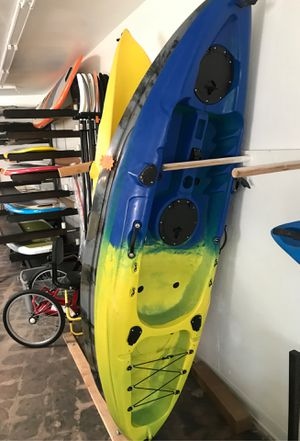 New 9' fish and dive kayak only $42lbs and can carry $300 lbs for Sale in Newport Beach, CA