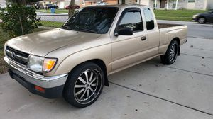 Toyota Tacoma extended cab v6 for Sale in Tampa, FL