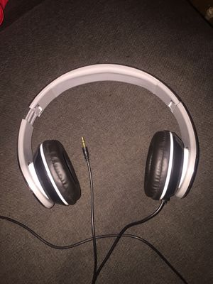 Non brand wired silver headphones for Sale in Washington, DC