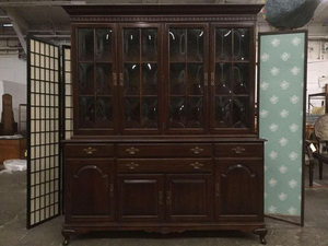 Gorgeous Ethan Allen Bubble Glass Hutch - Delivery Available for Sale in Tacoma, WA