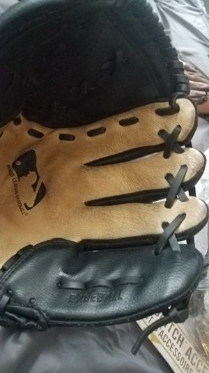 "BLACK BASEBALL GLOVE 11"" A2451 LIKE NEW for Sale in Miami Gardens, FL"