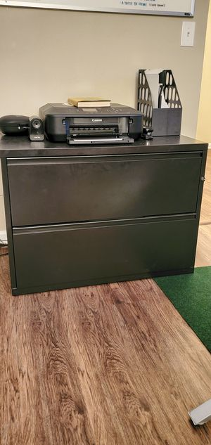 Herman Miller Lateral File Cabinet (With Key) for Sale in Smoke Rise, GA