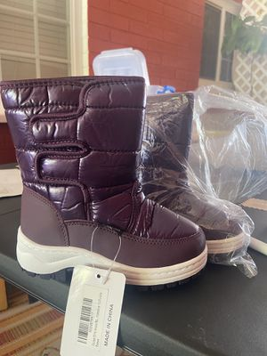 Snow boots for Sale in Bakersfield, CA