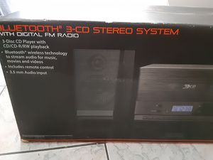 Blackweb bluetooth 3-cd stereo system for Sale in Chula Vista, CA
